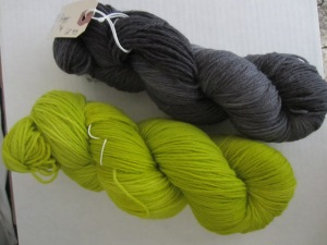 lime and gray yarn 001